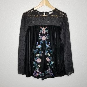 Umgee Lace Velvet Embroidered Floral Flowy Top